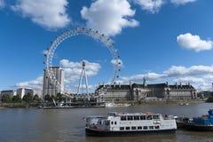 O olho de Londres e o rio de Tamisa Imagens de Stock Royalty Free