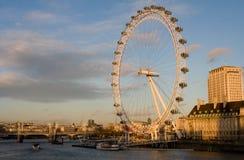 O olho de Londres em um dia de inverno desobstruído imagens de stock
