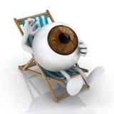 O olho grande que encontra-se na cadeira de praia Imagens de Stock
