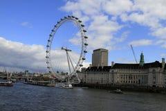 O olho Reino Unido de Londres, o 14 de dezembro de 2016: O olho de Londres no Thames River no capital de Londres Fotografia de Stock