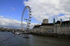 O olho Reino Unido de Londres, o 14 de dezembro de 2016: O olho de Londres no Thames River no capital de Londres Imagens de Stock
