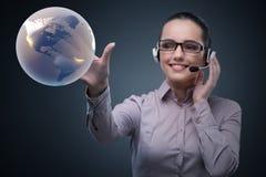 O operador de centro de atendimento no conceito do negócio global Imagens de Stock Royalty Free