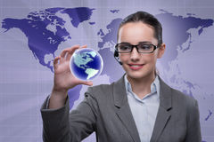 O operador de centro de atendimento no conceito do negócio global Fotografia de Stock Royalty Free