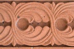 O ornamnet abstrato cinzelou na pedra vermelha - igreja armênia Foto de Stock Royalty Free