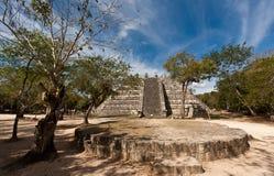 O ¡ n Chichen Itza do Ossuary da pirâmide foto de stock