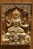 O ouro chapeou a imagem gravada de aço do anaglyph do deus que hinduistic Shiva com tridente chamou o trishula e a espada fotografia de stock royalty free