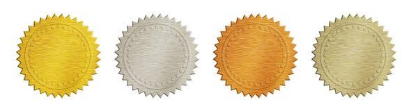 O ouro e a prata escovaram crachás do metal sobre o branco Imagem de Stock Royalty Free