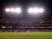 O outfielder Nate Schierholtz olha sobre Fotos de Stock Royalty Free