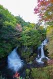 O outono adiantado em Ryuzu cai, Nikko, prefeitura de Tochigi, Japão imagem de stock