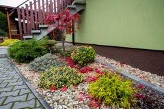 O outono colore a composição no jardim home Imagens de Stock Royalty Free