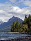 O outono vem ao lago McDonald Imagem de Stock Royalty Free
