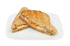 O ovo e o presunto brindaram o sanduíche Imagem de Stock Royalty Free