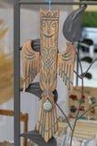 O pássaro de phoenix da lembrança fez da madeira no dia de festa da cidade fotografia de stock royalty free