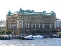 O pátio do ` do hotel pelo ` de Marriott imagens de stock royalty free