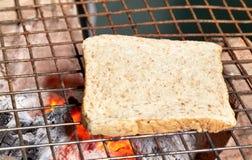 O pão da fatia coze Imagens de Stock Royalty Free