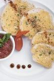 O pão de alho serviu em uma opinião do restaurante 5top Fotografia de Stock Royalty Free
