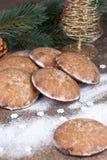 O pão-de-espécie do Natal decorou objetos Fotografia de Stock