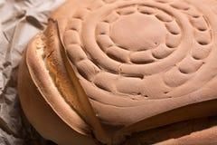 O pão espanhol típico do pão rústico chamou candeal fotografia de stock
