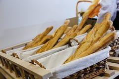O pão está no contador na loja É muito fresco earl fotografia de stock