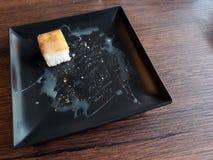 O pão saiu na placa fotografia de stock royalty free