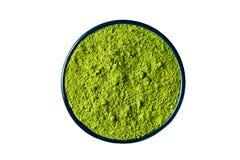 O pó isolado no branco, trajeto do chá verde de Matcha de grampeamento inclui fotografia de stock royalty free