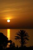 O pôr-do-sol; Imagem de Stock