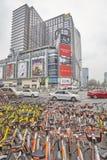 O público compartilhado bicycles o estacionamento em Chengdu do centro imagem de stock royalty free