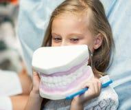 O paciente está no escritório dental imagem de stock royalty free