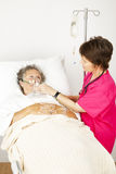 O paciente hospitalizado começ o oxigênio Foto de Stock Royalty Free