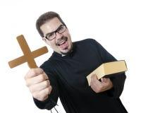 O padre louco isolado no branco Imagens de Stock
