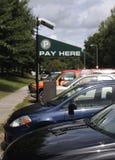O pagamento aqui assina Foto de Stock Royalty Free