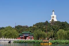 O pagoda do branco do parque de Beijing Beihai Fotos de Stock