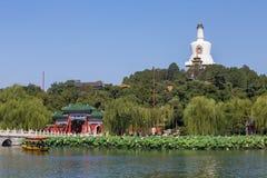 O pagoda do branco do parque de Beijing Beihai Foto de Stock Royalty Free