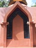 O pagode da porta o formulário da arquitetura de Tailândia é caracterizado foto de stock