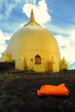 O pagode dourado em Phu Lanka, Tailândia. Imagens de Stock