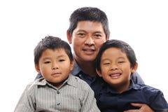 O pai afaga filhos Imagens de Stock