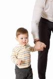 O pai e seu filho pequeno que jogam junto Foto de Stock
