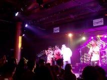 O pai Psalms Band joga a música dentro na fase foto de stock royalty free
