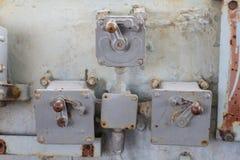 O painel de controle velho no navio velho imagem de stock