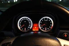O painel de um carro de esportes é iluminado na noite imagens de stock royalty free