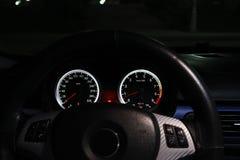 O painel de um carro de esportes é iluminado na noite fotos de stock royalty free