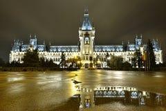 O palácio da arquitetura exterior da cultura na noite Fotografia de Stock