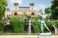 O palácio da estufa para cultivo de laranjas no parque Sanssouci, Potsdam, Alemanha fotografia de stock
