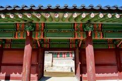 O palácio de Changdeokgung é o mais bem conservado de palácios reais de Joseon fotos de stock