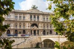 O palácio de justiça em Roma e de Ponte Umberto, vista do beira-rio de Riber fotografia de stock