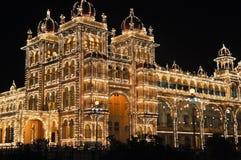 O palácio de Mysore na noite Fotos de Stock