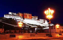 O palácio de Potala (em Lhasa, em Tibet) Fotografia de Stock Royalty Free