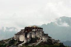 O palácio de Potala em Lhasa, Tibet Imagens de Stock