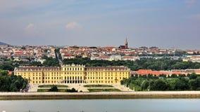 O palácio de Schonbrunn visto do Gloriette fotografia de stock