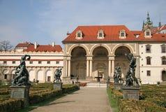 O palácio de Wallenstein e Wallenstein jardinam em Praga, república checa Fotografia de Stock